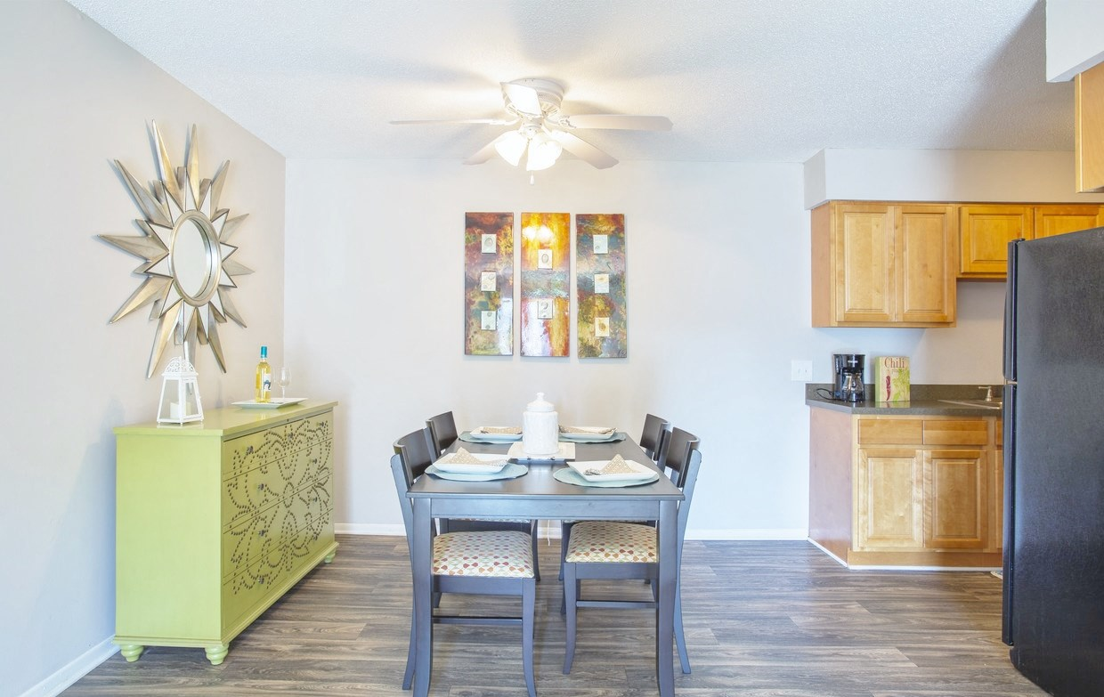 Dining room area at Chimneys of Greenville apartment homes in Taylors, SC