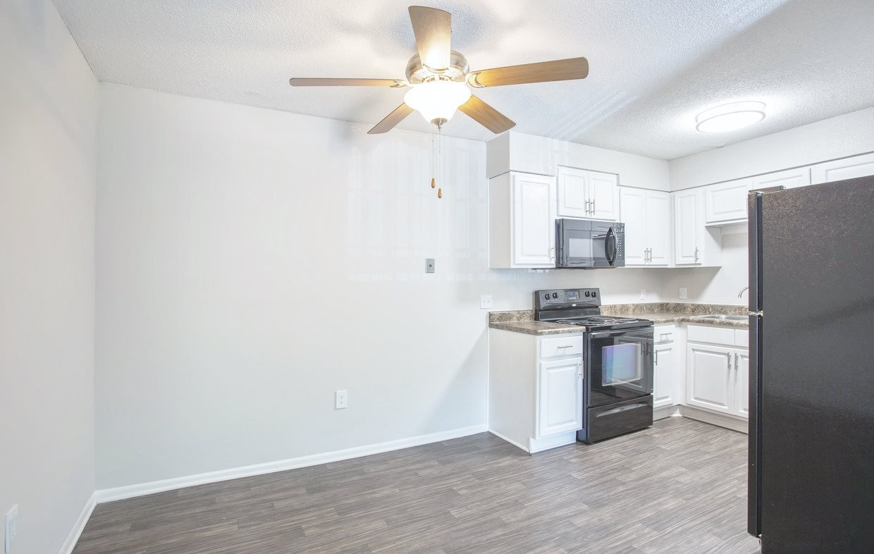 Spacious floor plans at Chimneys of Greenville apartment homes in Taylors, SC