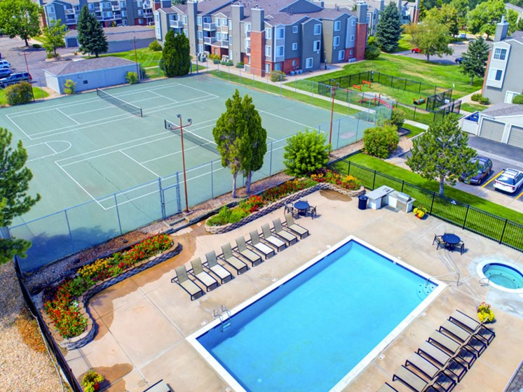 tennis courts and large pool at apartments in lakewood colorado