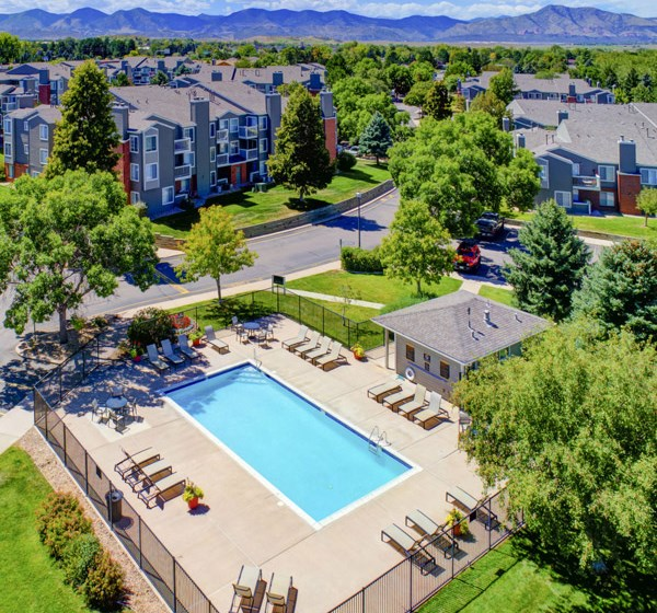 large outdoor swimming pool at the hamptons apartments in lakewood