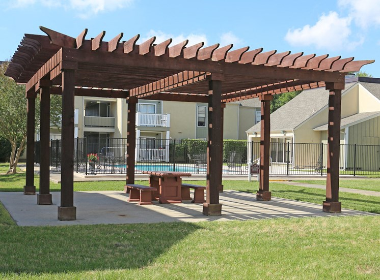 Pecan Acres Apartments in Lake Charles bbq and picnic pavillion
