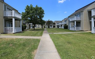Pecan Acres Apartments in Lake Charles well-kept home exteriors