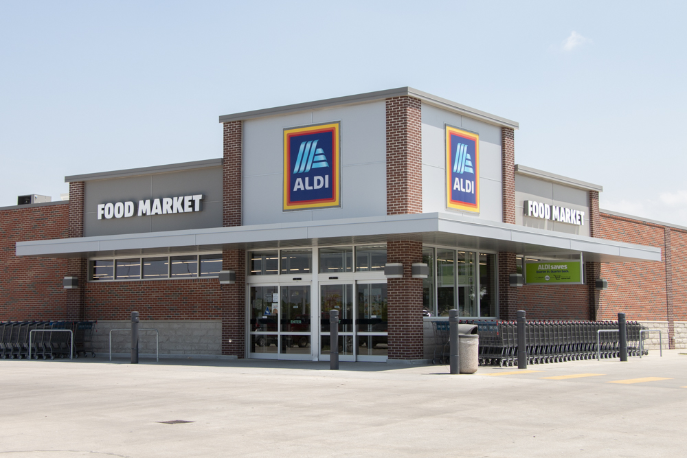 Aldi grocery store near WH Flats luxury apartments in south Lincoln NE 68516