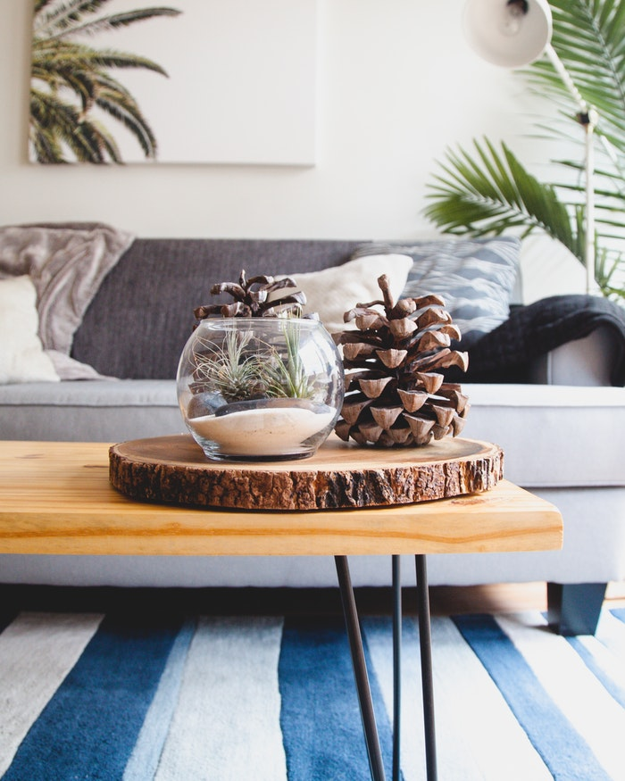Moving Into Your First Apartment It S Easy To Get Overwhelmed With All The Stuff You Need For Creating A Hy Home Be Sure Check Out This List Of