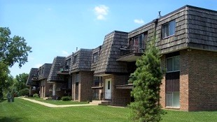 Westgate Villia Apartments - Rental Complex in Iowa City, IA - Buildings, Nice Landscaping