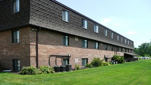 Park Place Apartments - Rental Complex in Coralville, IA Exterior - Building,  Green Grass,  Nice Landscaping