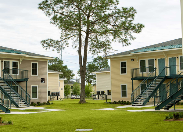 Affordable housing New Orleans 2 Oaks Apartments